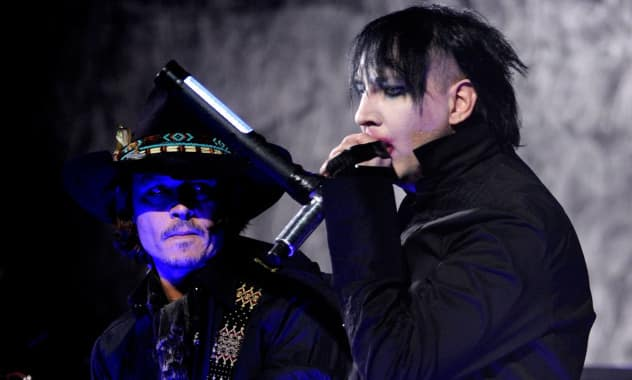Johnny Depp, Marilyn Manson Perform 'Sweet Dreams' & 'Beautiful People'