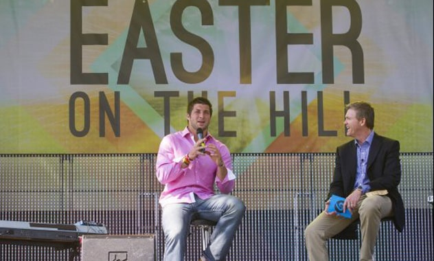 Tebow At Easter Celebration In Texas Draws Huge Crowds 3