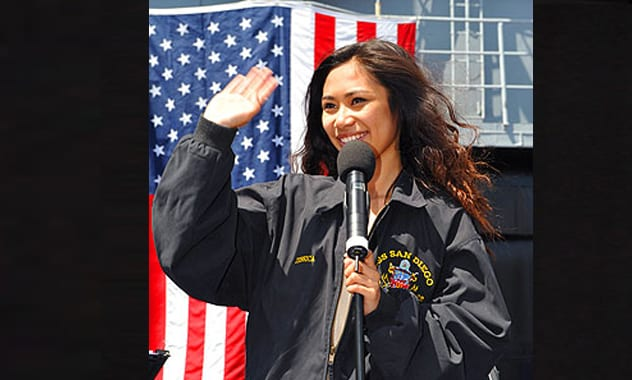 Jessica Sanchez Serenades Dad for American Idol Hometown Visit