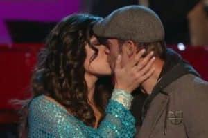 WATCH: William Levy & Elizabeth Gutiérrez Share Kiss on National TV