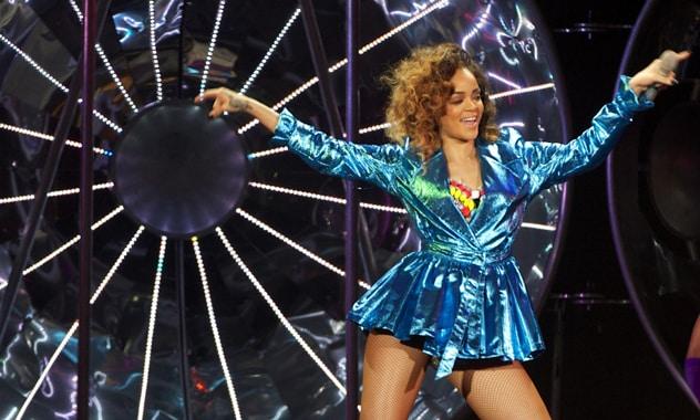 Rihanna Fire: 'Fyah In Da Telly'