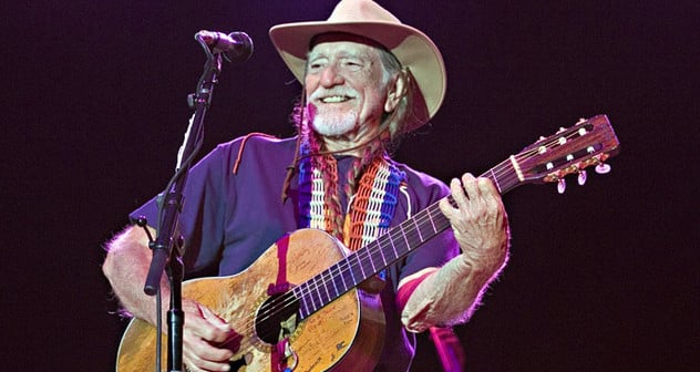 Willie-Nelson-on-Stage