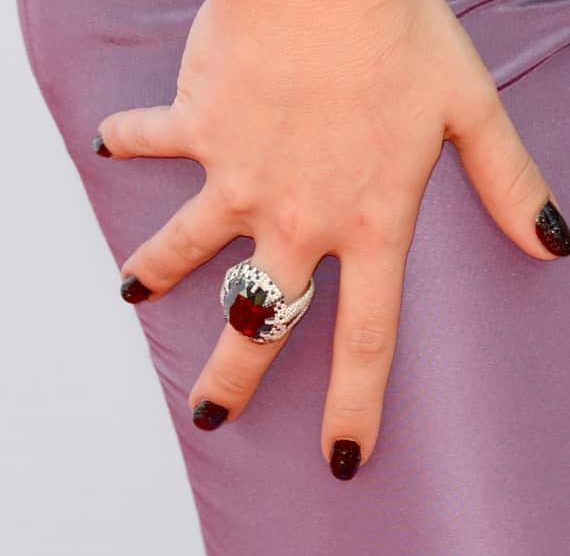 Kelly Osbourne's Manicure, Made Of Diamonds, Causes Outrage After Emmys 5
