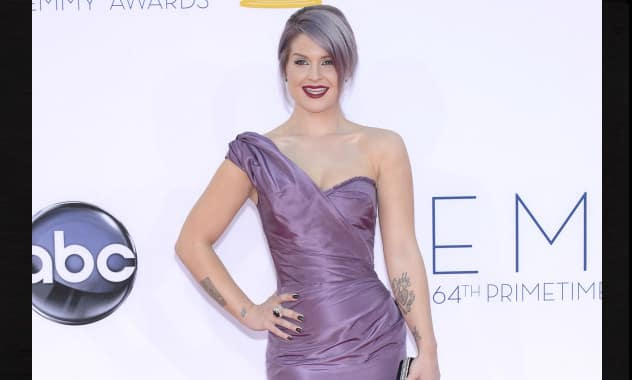 Kelly Osbourne's Manicure, Made Of Diamonds, Causes Outrage After Emmys 4