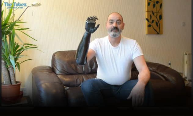 Metalworker Is Amazed by His New 'Terminator' Arm 1