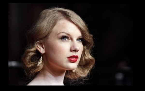 Taylor Swift Dating Rumors Make Pop Star Cry