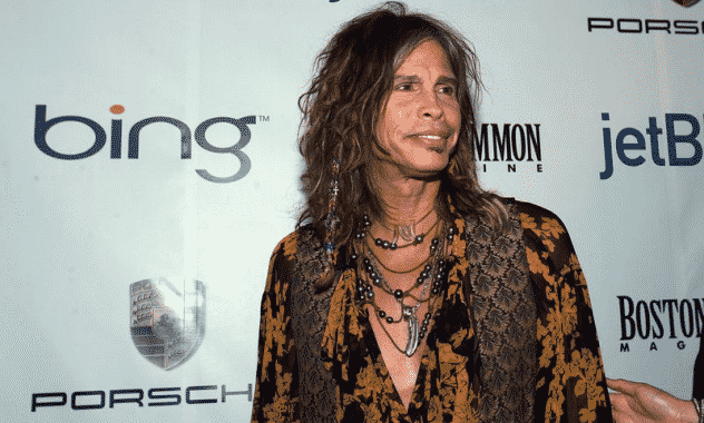 """Steven Tyler Act"": Hawaii Proposes to Protect Celebs From Paparazzi"