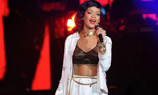 Upset Boston Fans Boo Rihanna For Hours Late Arrival