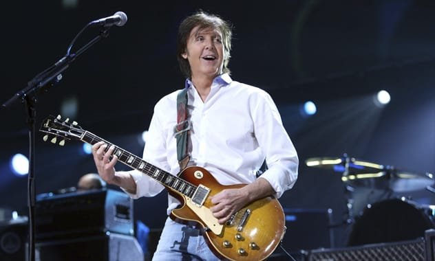 Paul McCartney Gives Suprise Concert In Times Square  1