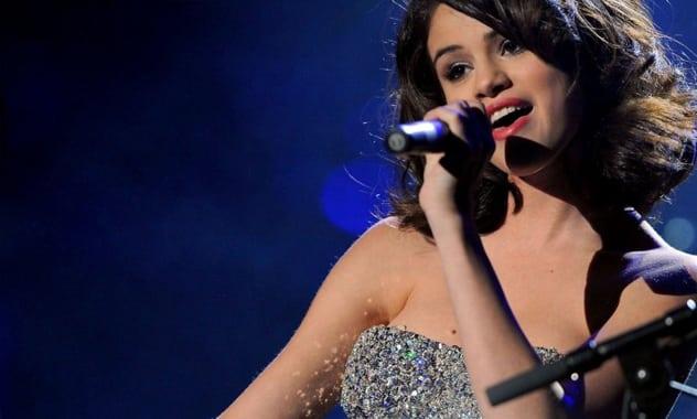 Selena Gomez Shares Gorgeous #nomakeup Selfie