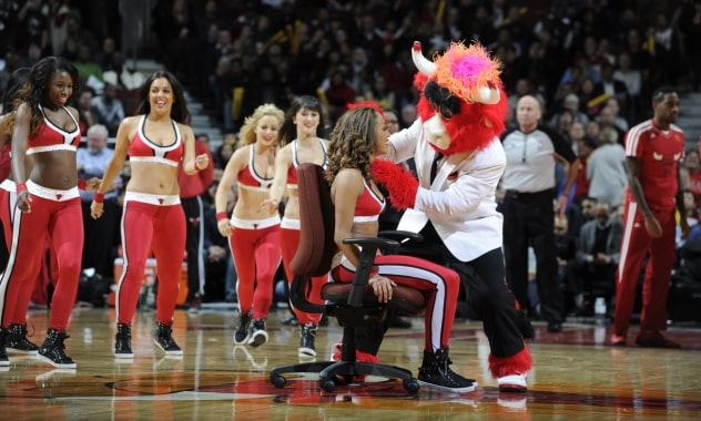 Luvabulls Cheerleader, Gets Surprise Marriage Proposal During Bulls-Heat Game 2