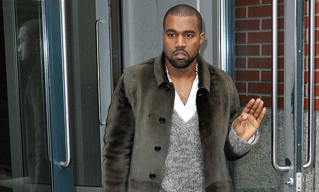 Kanye Walks Backstage During Concert To Give a Piece Of His Mind To Lighting&Sound Crew