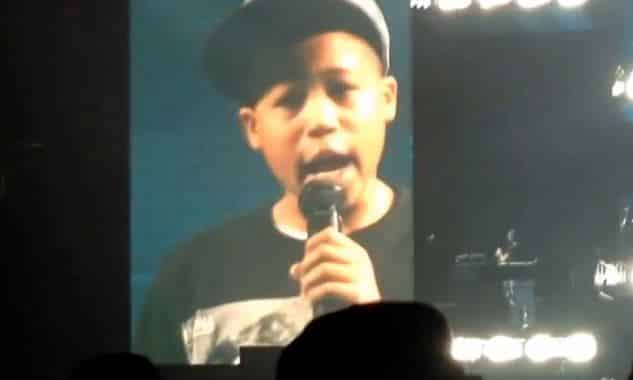 """Jay-Z Lets Kid In Concert With Sign """"Can I Rap 4 You?"""" Up On Stage: Watch Inside"""