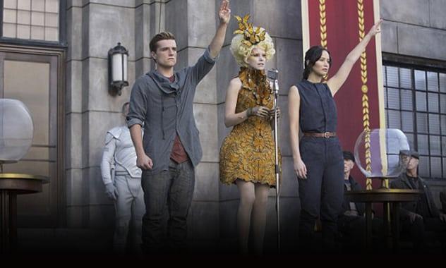 Hunger Games' Josh Hutcherson Gets Mockingjay Salute From Hometown Fans at Kentucky Wildcats Game 3