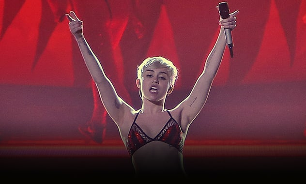 Miley Cyrus Bangerz Tour Costume Change Time Runs Short, Performs In Underwear Anyways 2