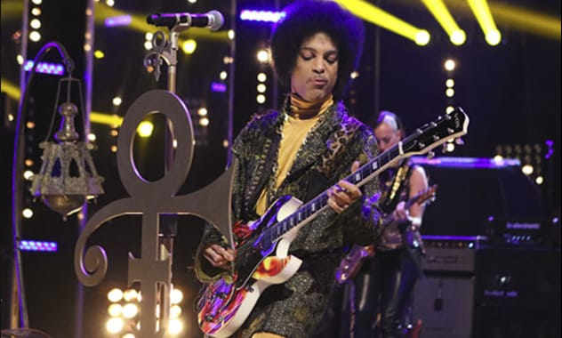 Prince Debuts New Song 'Funknroll' On Arsenio Hall Show