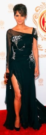 halle-berry-displays-lots-of-leg-at-huading-film-awards-03