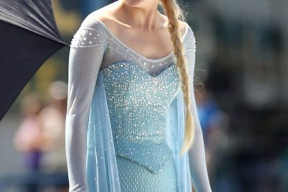 See Georgina Haig as Queen Elsa on 'Once Upon A Time' Set! 1