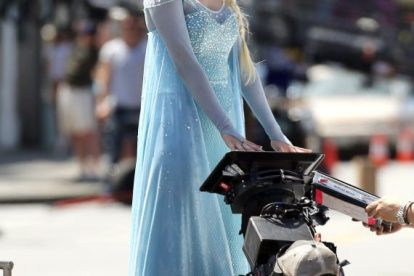 See Georgina Haig as Queen Elsa on 'Once Upon A Time' Set! 3