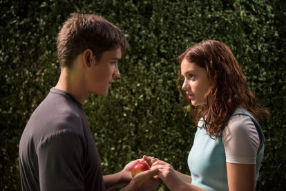 The Giver Star Brenton Thwaites Surprises Hispanic Family With Life-Changing Gift 7