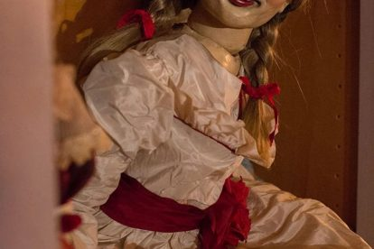 ANNABELLE Film sharing New Film Stills To Get Your Nightmares Primed This Halloween 10