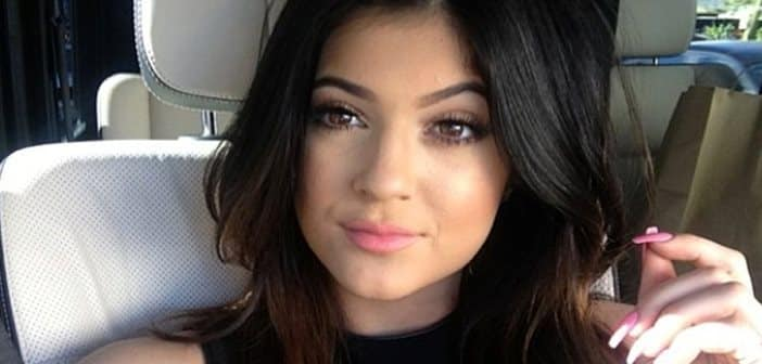 Kylie Jenner Shares #NoMakeupSelfie  All Over Twitter 1