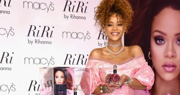 rihanna-debut-for-riri-fragrance