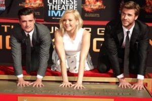 The Hunger Games: Mockingjay Part 2 - TCL Chinese Theatre Hand & Footprint Ceremony 26