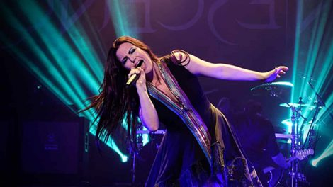 Evanescence_concert_at_The_Wiltern_theatre