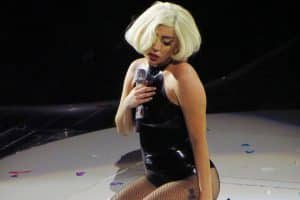Lady Gaga cancels concert shows
