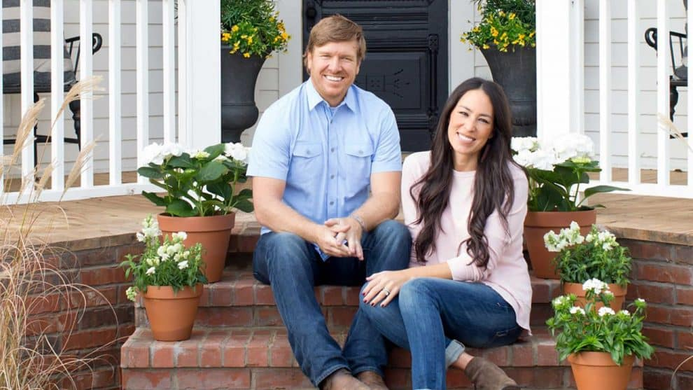 Fixer upper stars chip and joanna gaines recently autos post for How tall is chip gaines fixer upper